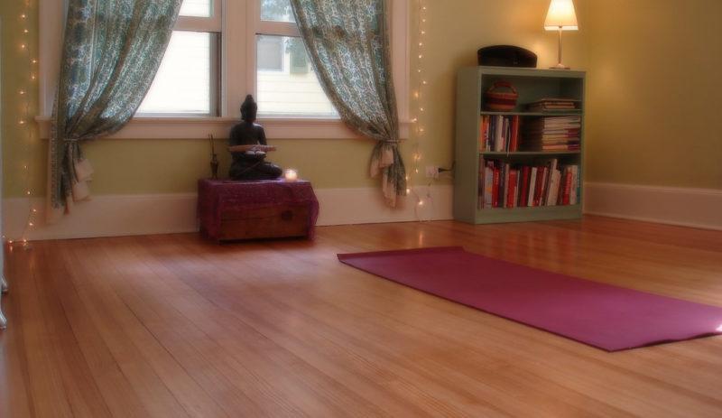 5-simple-minimalist-yoga-space-calm-atmosphere